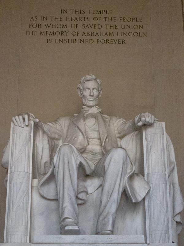 estatua de Lincoln en su memorial de Washington DC