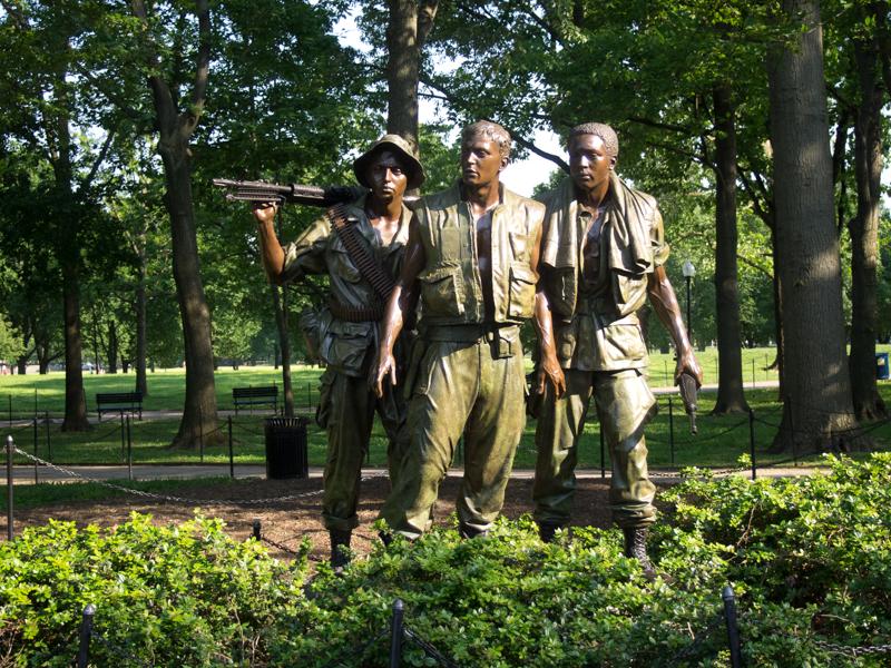 estatua de 3 soldados en el Memorial de los Veteranos de Vietnam en Washington Memorial