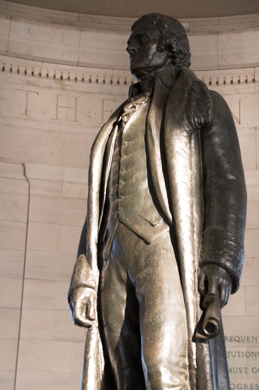 estatua del presidente Jefferson en el Jefferson Memorial de Washigton DC