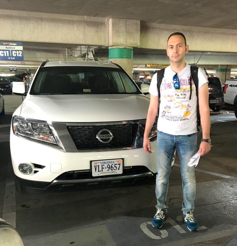 Sergio con el coche de alquiler recogido en el aeropuerto Reagan de Washington DC 1