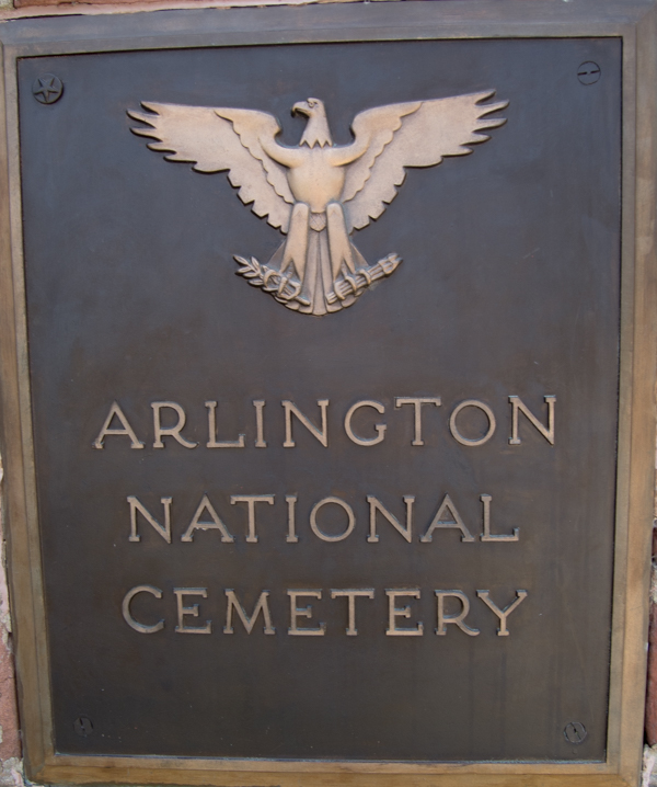 cartel de entrada al Cementerio Nacional de Arlington