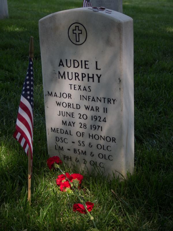 tumba de Audie Murphy en el Cementerio de Arlington en Washington DC