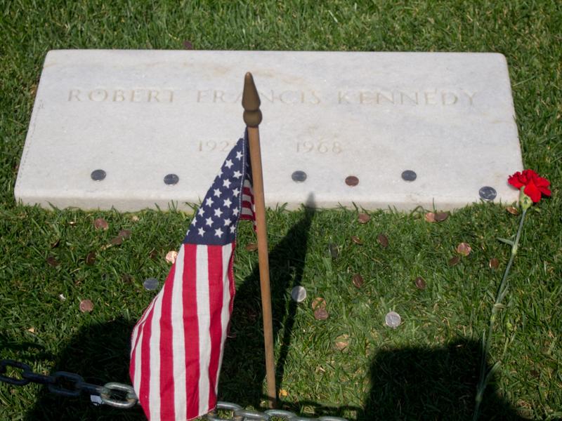 tumba de Bobby Kennedy en el Cementerio de Arlington en Washington DC