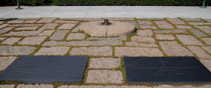 tumbas de JFK y Jackie Kennedy en el Cementerio de Arlington en Washington DC