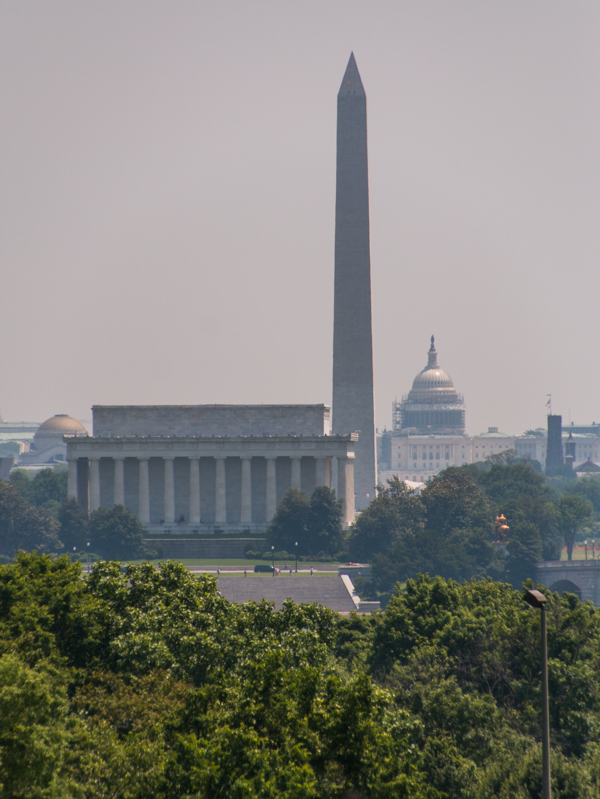 vistas del Lincoln Memorial, Washington Monument y Capitolio desde el Cementerio de Arlington Washington