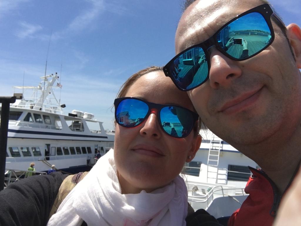Lidia y Sergio en el Dolphin X el barco desde donde avistamos ballenas en Provincetown Cape Cod Massachussets