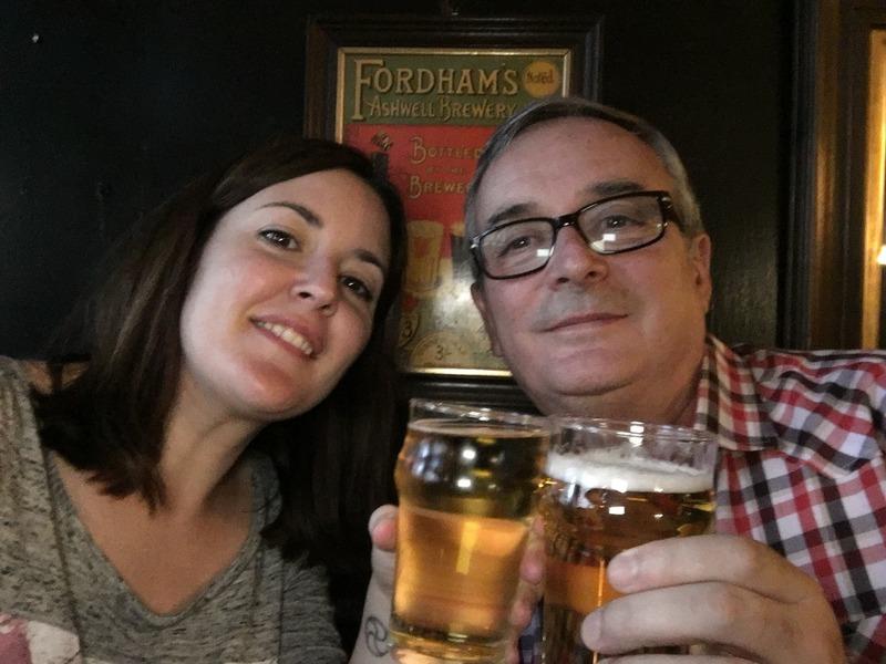 brindando en un pub de Londres