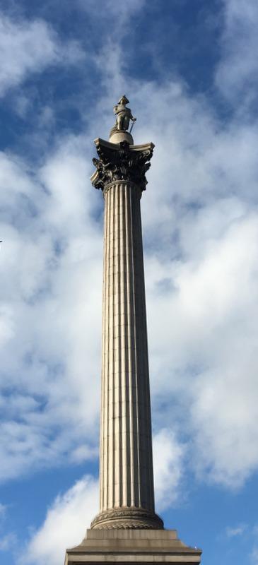 Columna de Nelson en el centro de Trafalgar Square