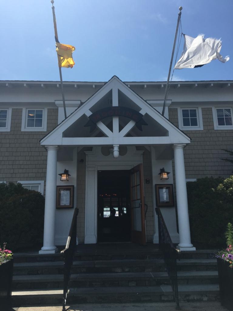 entrada al restaurante The Mooring en Newport