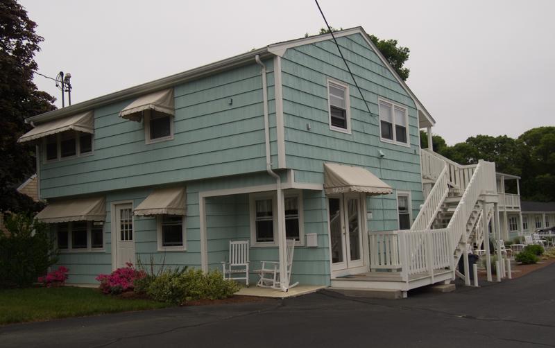 edificio de recepción del hotel The Escape Inn en Cape Cod