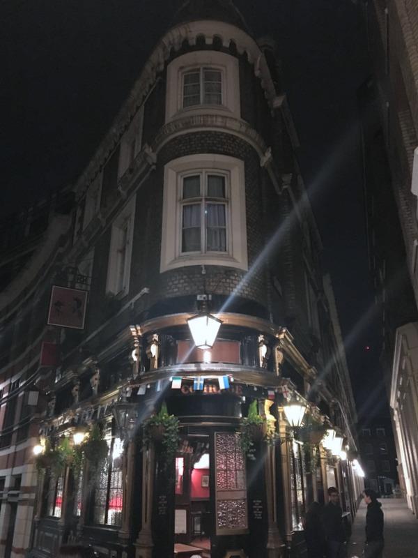 pub de Londres donde vivió Shakespeare