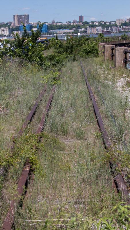 via del tren muerta en el High Line de Nueva York