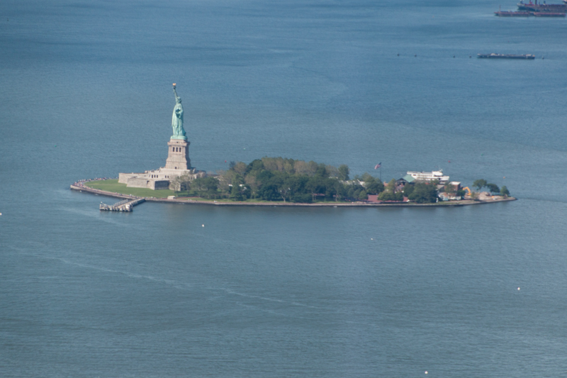 vista de Libery Island desde el One World Observatory de Nueva York