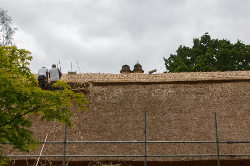 arreglando tejados en Batsford Arboretum