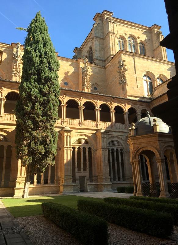 claustro del Convento de San Esteban en Salamanca 1