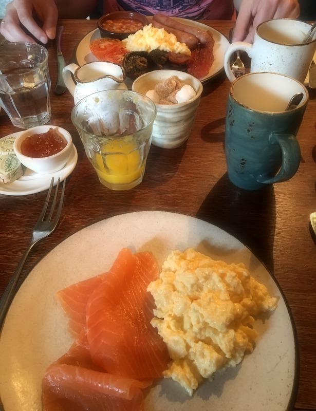 desayuno en el Ebrignton Arms