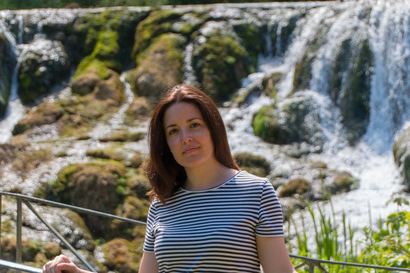 Lidia en la Grand Cascade de Blenheim Palace