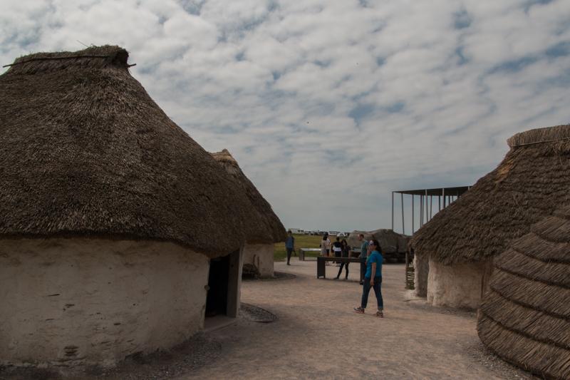 Lidia en las Casas Neolíticas de Stonehenge
