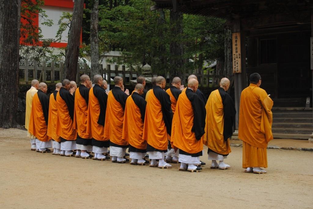 monjes en Koyasan