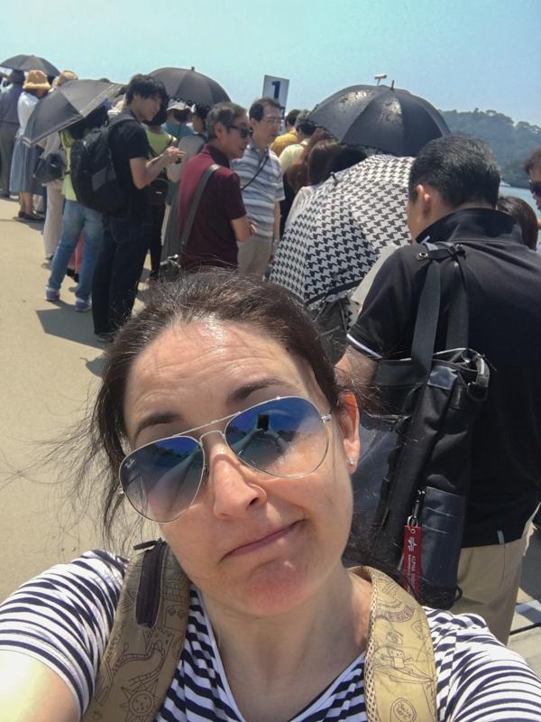 haciendo cola para el barco de Matsushima