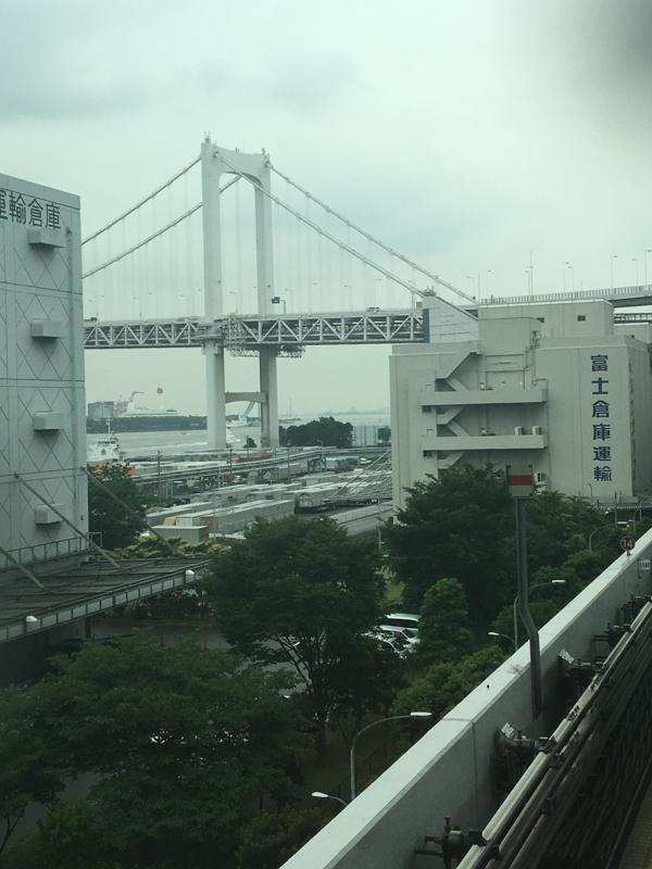 vistas del Rainbow Bridge desde Yurikamome Tokio
